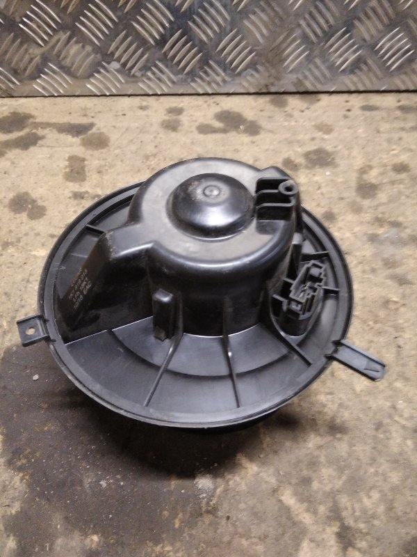 Моторчик отопителя (печки) Skoda Octavia A5 1Z3 1.4 CGGA 2008 (б/у)