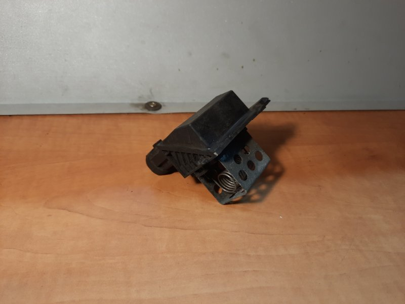 Резистор вентилятора Renault Duster 2011 (б/у)