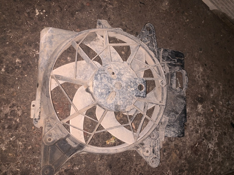 Диффузор с вентилятором Mazda Tribute ДЖИП 5 ДВЕРЬ YF 2003 (б/у)