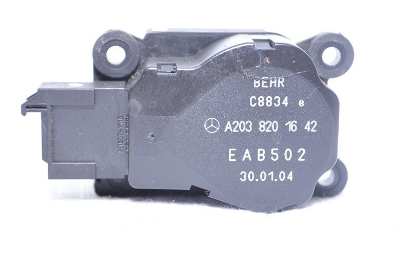 Моторчик заслонки печки Mercedes C180 W203 1.8 KOMPRESSOR M271.946 2004 (б/у)