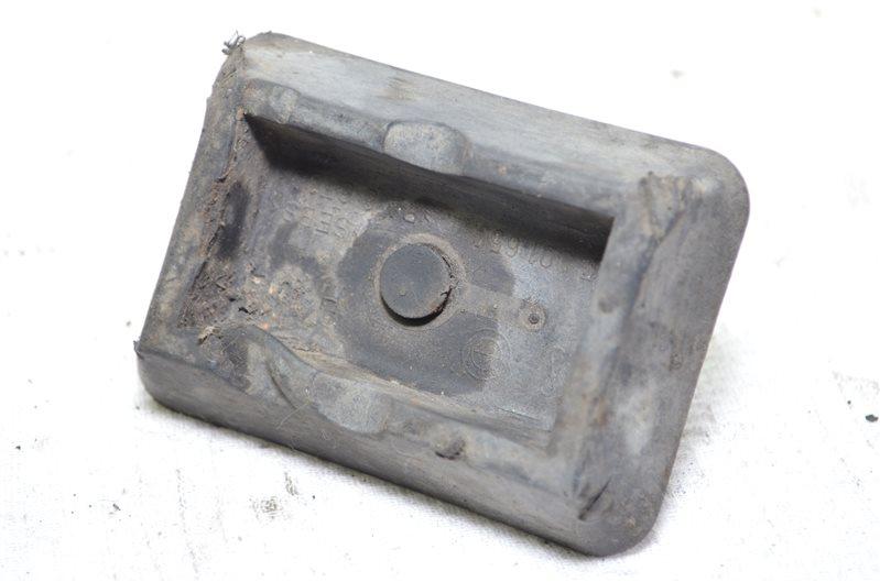 Заглушка поддомкратника Bmw X5 E53 3.0 M54B30 2003 (б/у)
