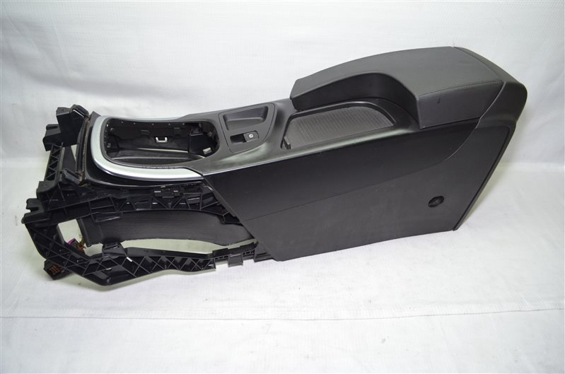 Подлокотник Opel Insignia 2.0 A20DTH 2010 (б/у)
