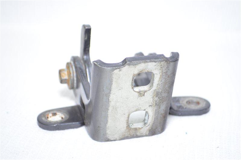 Петля двери Opel Insignia 2.0 A20DTH 2009 задняя правая верхняя (б/у)