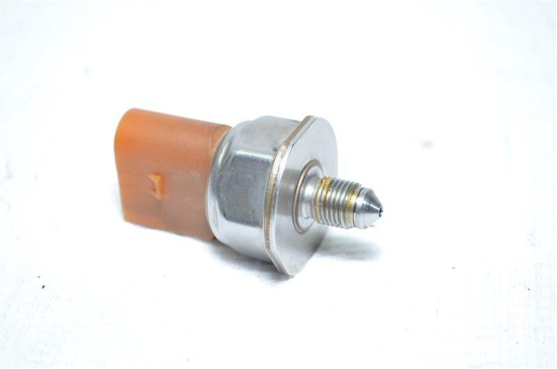 Датчик давления топливной рейки Volkswagen Jetta 5 1 (б/у)