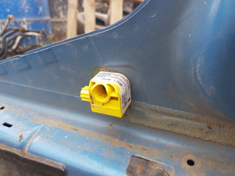Датчик удара, датчик airbag, датчик srs Ford Fiesta 5 CBK FXJA 2002 правый (б/у)