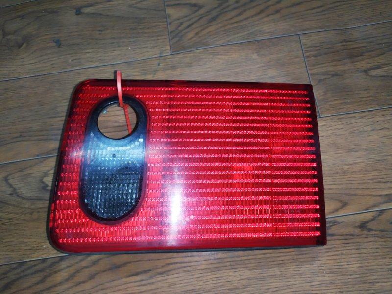 Фонарь внутренний Audi A8 D2 1994 задний правый (б/у)