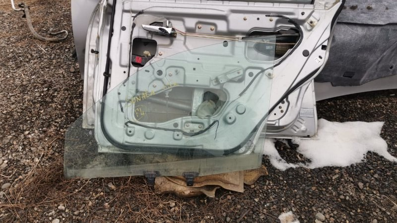 Стекло двери опускное Hyundai Sonata EF G4JP 1998 переднее левое (б/у)