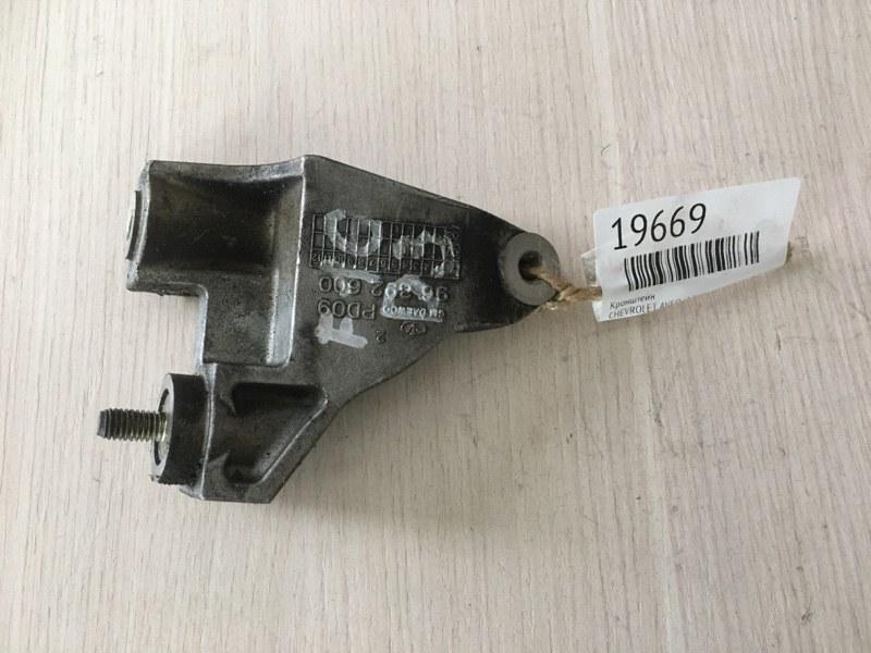 Кронштейн Chevrolet Aveo (T200)  |  Aveo (T250)  |  Kalos F14D3 (б/у)