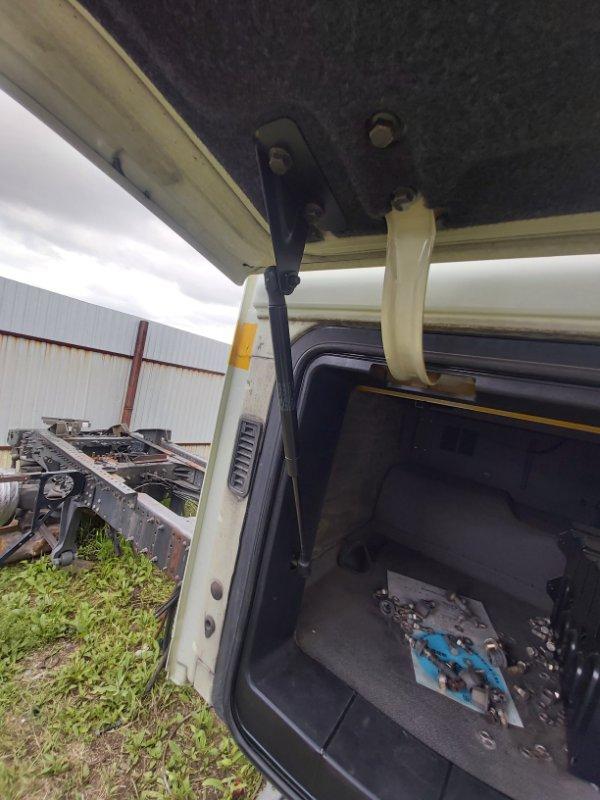 Амортизатор крышки бардачка кабины Volvo Fh13 XL D13B500 2004 (б/у)