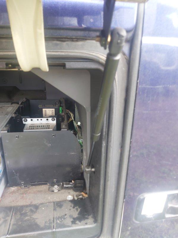 Амортизатор крышки бардачка кабины Volvo Fh12 2003 (б/у)