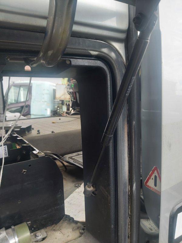 Амортизатор крышки бардачка кабины Volvo Fh13 D13B 440 Л.С 2010 (б/у)