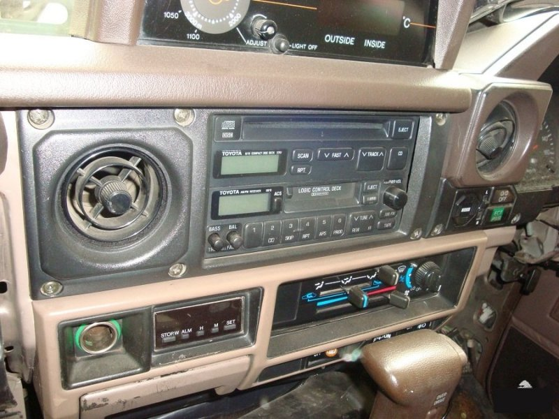 Рамка магнитофона Toyota Land Cruiser Prado LJ78 2LTE (б/у)