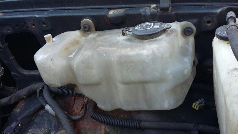 Бачок омывателя Toyota Land Cruiser Prado KZJ78KZJ71LJ78LJ71 1KZTE2LTE (б/у)