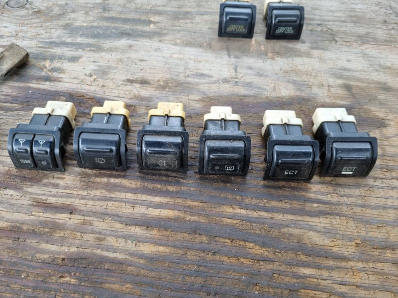 Кнопки прочие Toyota Land Cruiser HDJ81 1HD-T 1994 (б/у)