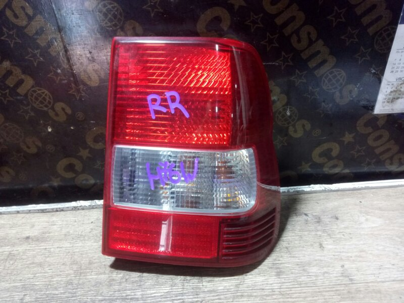 Фонарь задний Mitsubishi Pajero Io H76W 4G93 2000 правый (б/у)