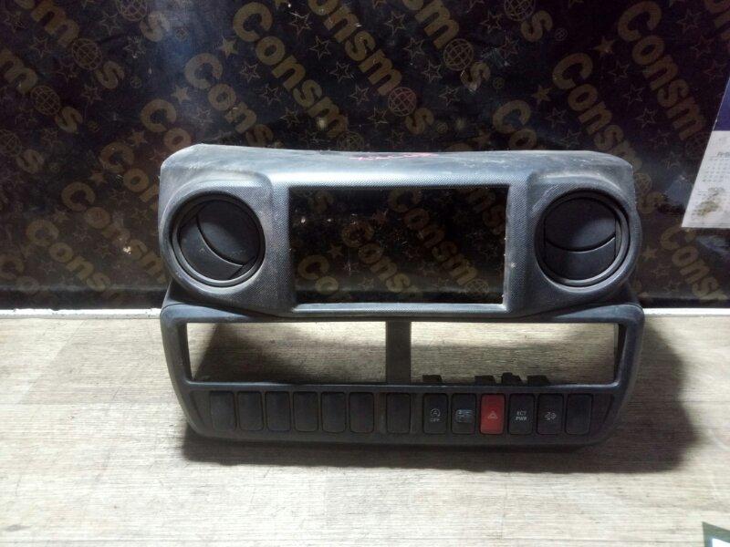 Консоль магнитофона Toyota Dyna XZC655 N04CUN 2012 (б/у)