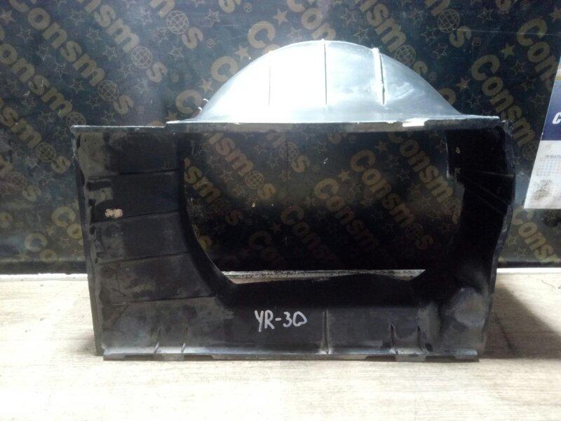 Диффузор радиатора основного Toyota Master Ace YR30 3YEU 1990 (б/у)