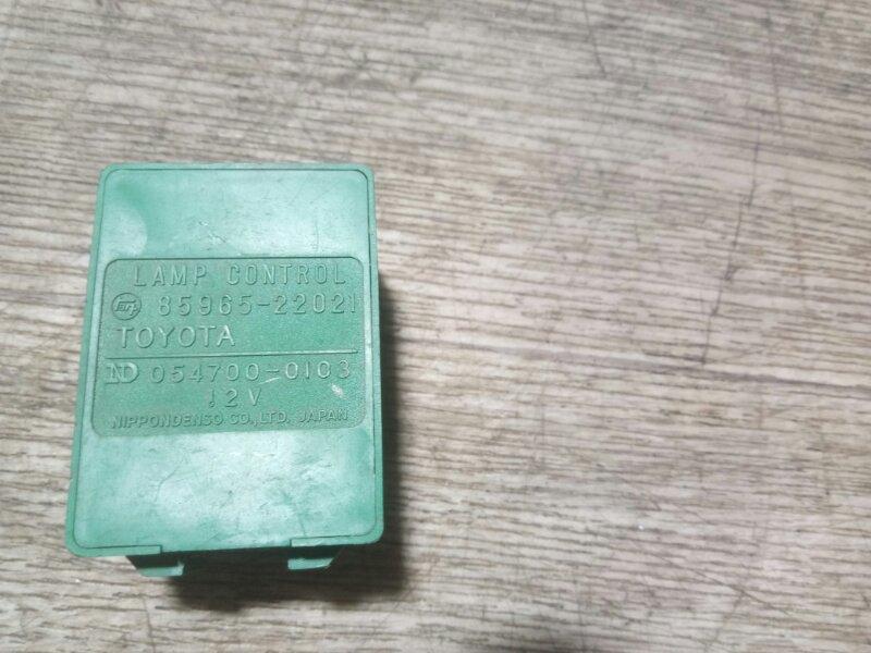 Реле освещения салона Toyota Master Ace YR30 3YEU 1990 (б/у)
