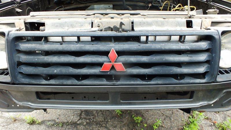 Решетка радиатора Mitsubishi Pajero V24WG 4D56 1992 (б/у)