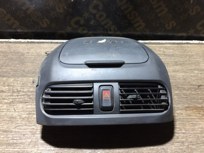 Решетка вентиляционная Nissan Sunny FNB15 передняя (б/у)