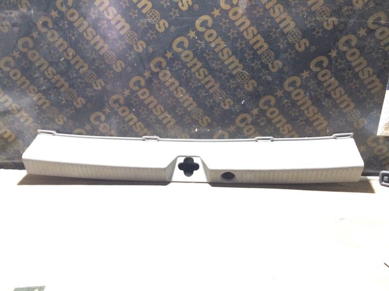 Накладка замка багажника Toyota Nadia SXN15 задняя (б/у)