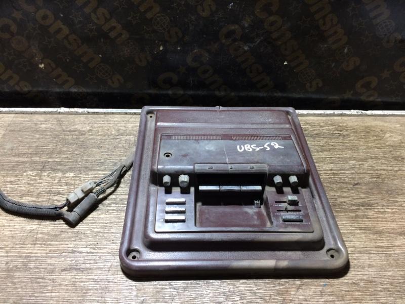 Консоль магнитофона Isuzu Bighorn UBS52FW C223 (б/у)