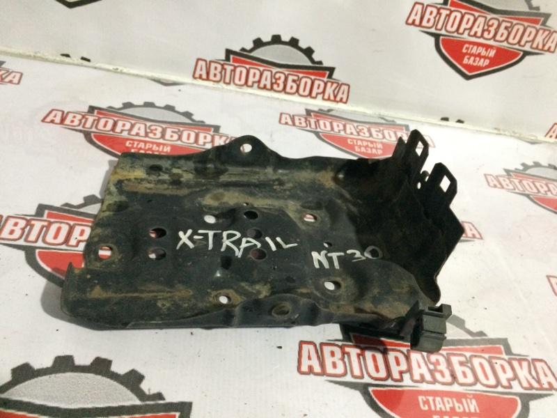 Подставка под аккумулятор Nissan X-Trail NT30 QR20DE (б/у)