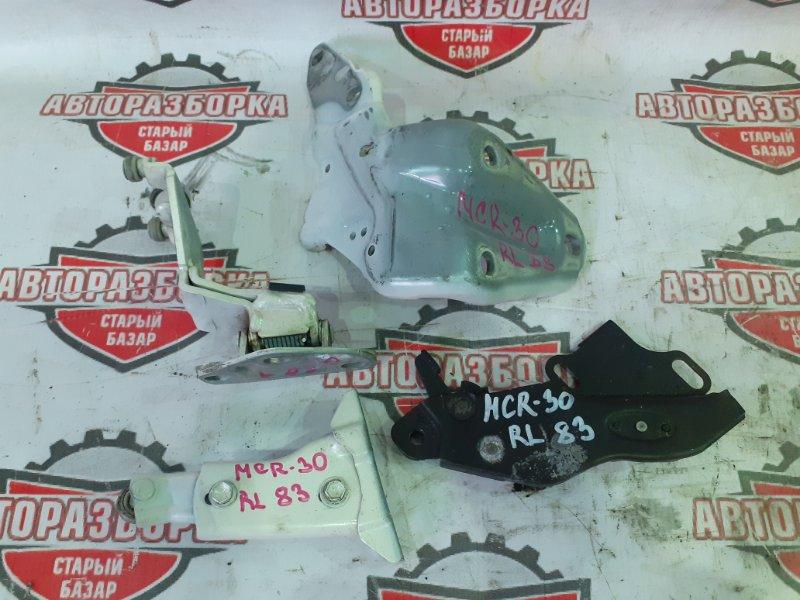 Ролик боковой двери Toyota Estima MCR30 1MZ-FE 2001 задний левый (б/у)