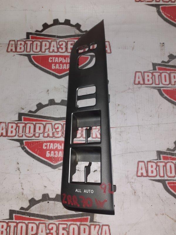 Накладка блока управления стеклоподъёмниками Toyota Voxy ZRR70W 2009 передняя правая (б/у)