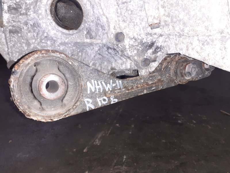 Подушка двигателя Toyota Prius NHW11 1NZ-FXE 2000 задняя (б/у)