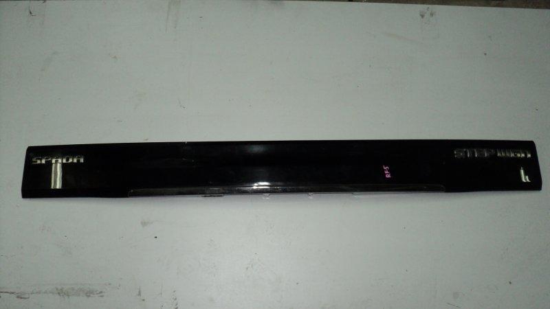 Накладка 5-й двери Honda Stepwgn RF6