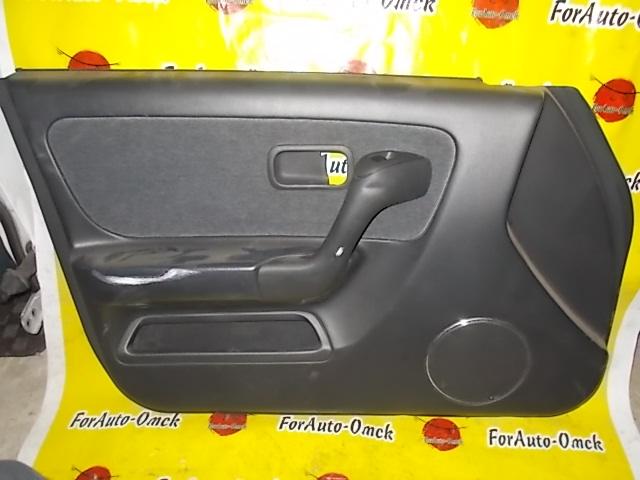 Обшивка дверей Nissan Skyline HR33 передняя левая