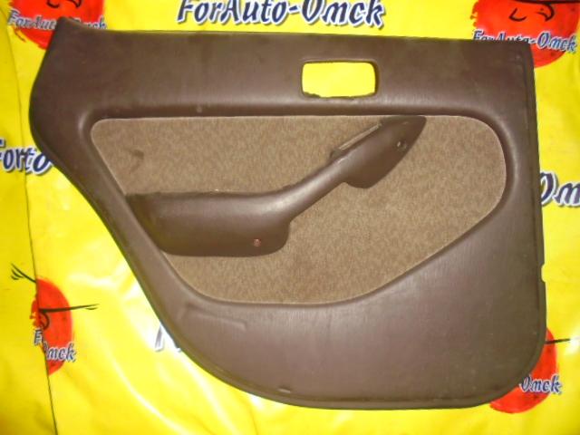 Обшивка дверей Toyota Camry SV30 задняя левая