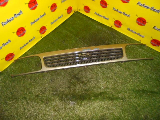 Решетка радиатора Toyota Hiace KZH106G