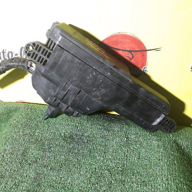 Блок предохранителей под капот Toyota Ipsum SXM10 3S-FE (б/у)