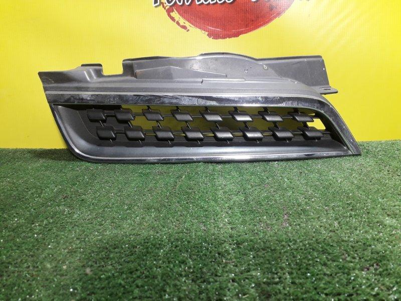 Решетка радиатора Nissan March AK12 правая (б/у)