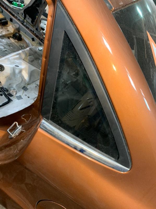 Стекло глухое Ford Fiesta MK6 HXJE 2017 заднее левое (б/у)