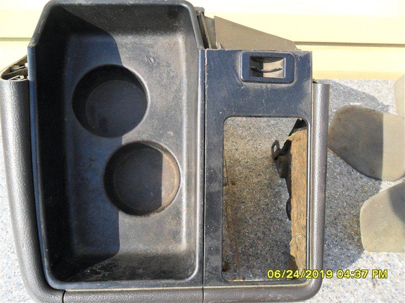 Консоль ручника Toyota Hiace KZH106 1KZ 1998 (б/у)