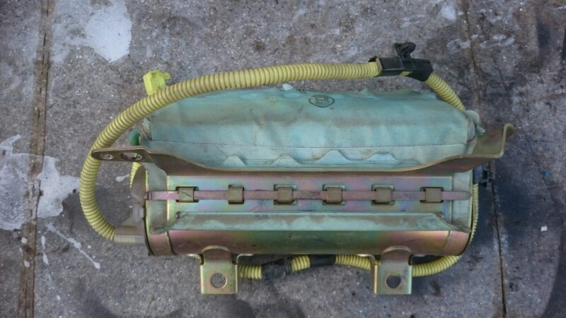 Подушка безопасности пассажирская Toyota Hiace KZH106 1KZ 1998 (б/у)