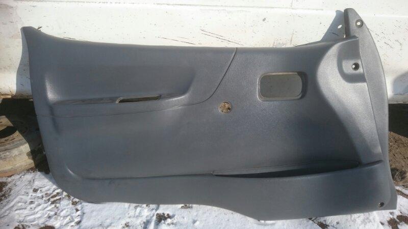 Обшивка двери Toyota Hiace LH186 передняя левая (б/у)