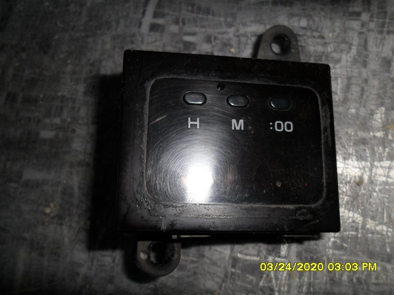 Часы Toyota Hiace KZH 106 (б/у)