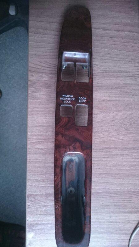 Накладка на ручку двери Toyota Hiace Regius KCH46 1KZ 1998 (б/у)