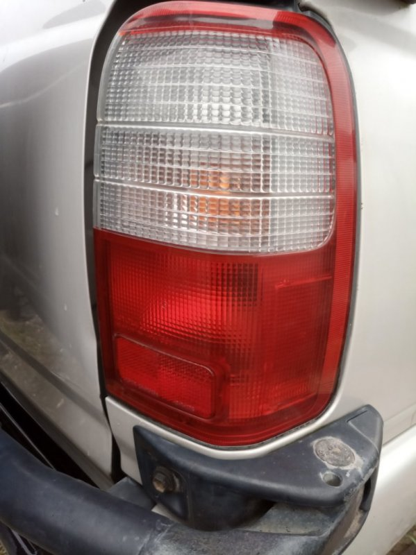 Стоп Toyota Hilux Surf KZN185W 1KZ-TE 1997 правый (б/у)