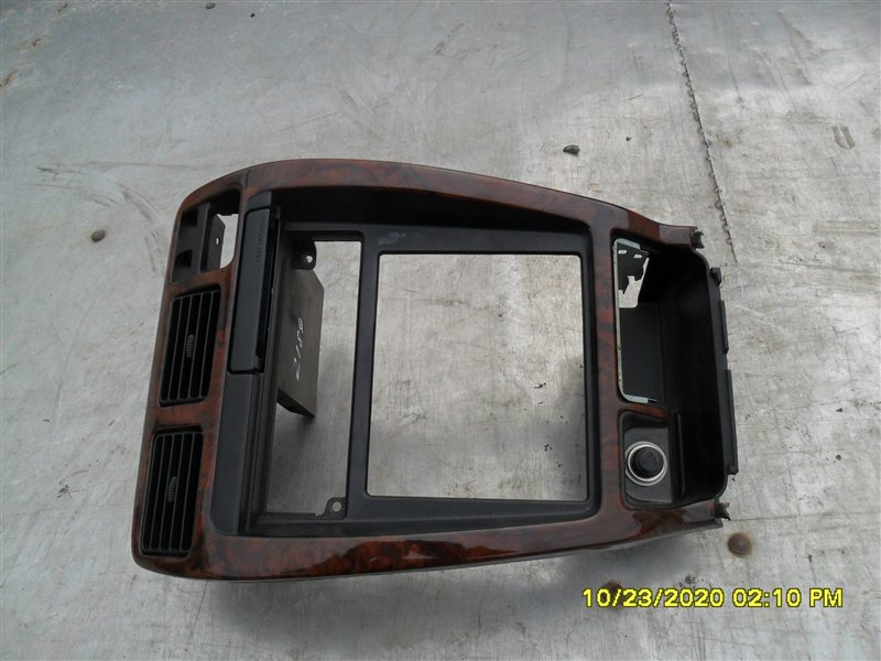 Консоль магнитофона Toyota Hilux Surf KZN185W 1KZ-TE 1997 (б/у)