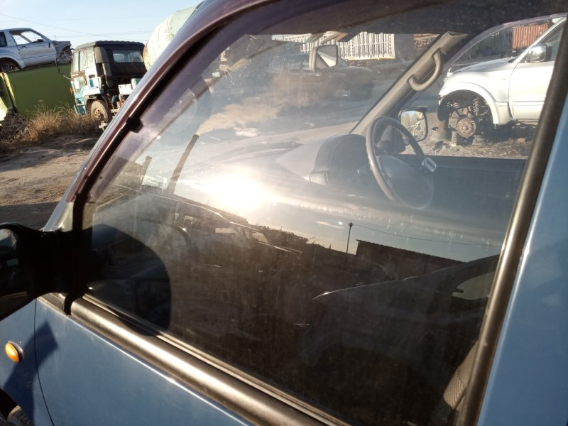 Стекло Nissan Serena VVJC23 CD20 переднее левое (б/у)