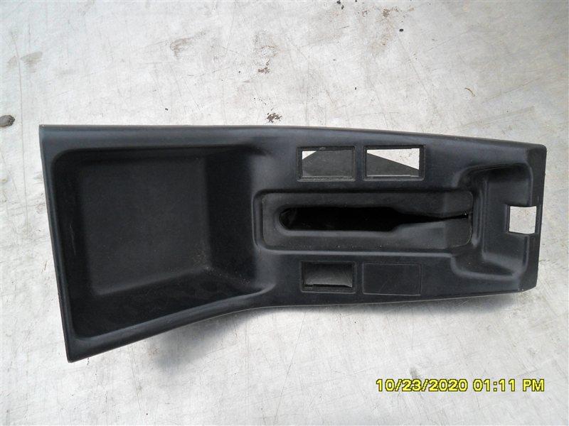 Консоль между сидений Toyota Hilux Surf KZN185W 1KZ-TE 1997 задний левый (б/у)