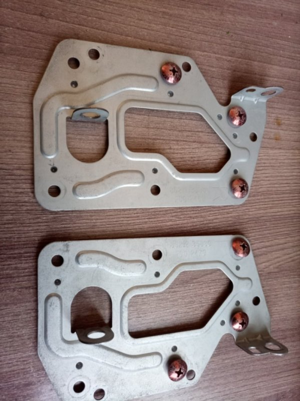 Крепления магнитолы Toyota Hilux Surf KZN185W 1KZ-TE 1997 (б/у)