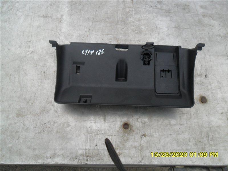Бардачок Toyota Hilux Surf KZN185W 1KZ-TE 1997 (б/у)