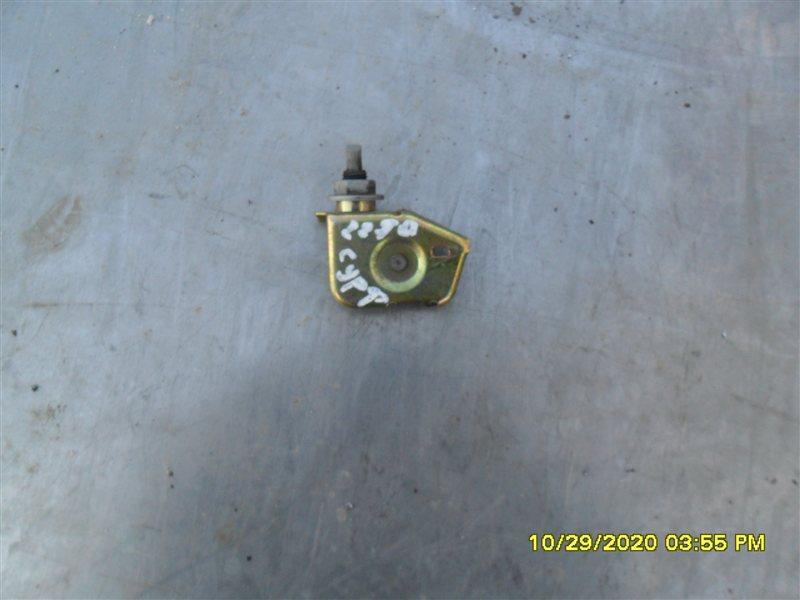 Замок лючка бензобака Toyota Hilux Surf KZN185W 1KZ-TE 1997 (б/у)