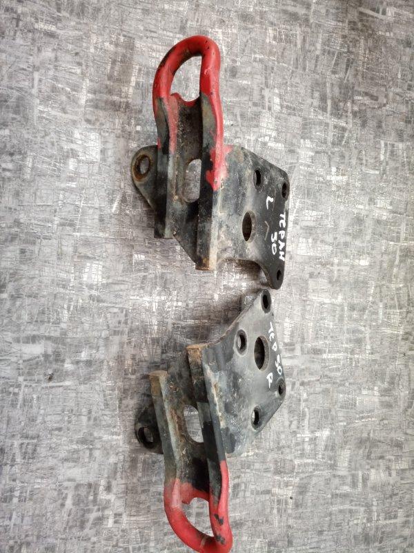 Буксировочный крюк Nissan Terrano PR50 TD27T 1995 передний (б/у)